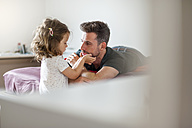 Father and daughter on bed - DIGF000992