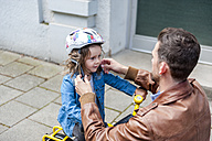 Father and daughter with bicycle helmet - DIGF001004