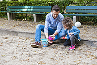 Father playing with daughter in sandbox - DIGF001013