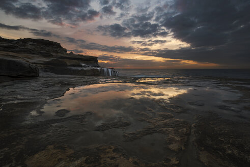 Australia, New South Wales, Maroubra, coast at sunset - GOAF000024