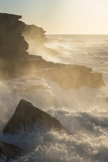 Australia, New South Wales, Maroubra, coast and waves in the evening - GOAF000036