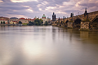Czech Republic, Prague, Old town, Vlatva river, Charles Bridge and Old Town Bridge Tower in the evening - GFF000737