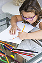 Girl painting with coloured pencils - ABZF000972