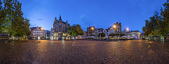 Germany, Braunschweig, Kohlmarkt in the evening, panorama - PVCF000890