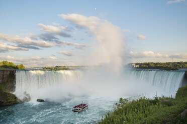 Canada, Ontario, Niagara Falls, Lake Ontario - FC001056