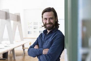 Portrait of smiling man in office - RBF004966