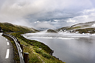 Norway, Hedmark, Tufsindalen valley, road, Gomma river and clouds in spring - CSTF001189