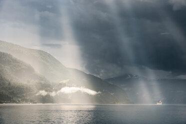 Norway, Sogn og Fjordane, Sunrays over Oppstrynsvatnet lake, cruise ship - CSTF001195