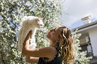Woman with her cat in the garden - MAUF000817