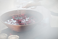 Preparation of rosewater in spa - ZEF009572