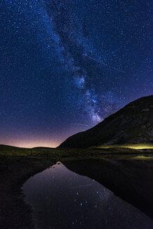 Italy, Abruzzo, Gran Sasso e Monti della Laga National Park, plateau Campo Imperatore, Milky way on lake Pietranzoni - LOMF000360