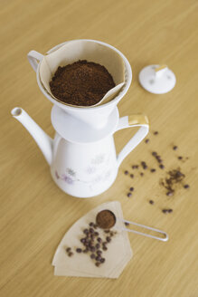 Preparing filter coffee - GWF004886