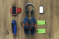 Running shoes, headphones, drinking bottle, smartphone and bags - BOYF000560