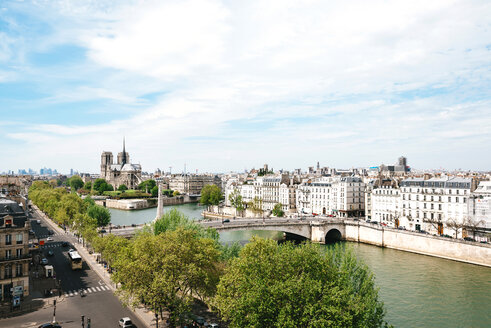 France, Paris, cityscape with Seine and Notre-Dame - GEMF000965