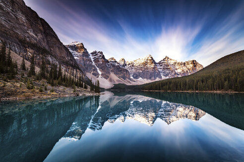 Canada, Alberta, Banff National Park, Moraine Lake - SMAF000553
