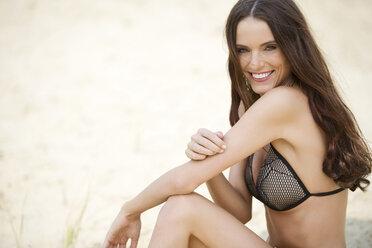 Young woman, bikini - MAEF011941