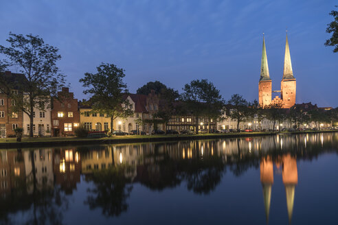 Germany, Luebeck, old town with Cathedral and river Trave at dusk - PCF000266