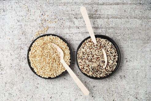 Wholemeal quinoa and popped quinoa in bowls, wooden spoons - MYF001752