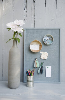 Mood board with photos,coloured pencils, hibiscus blossoms, vase - GISF000242