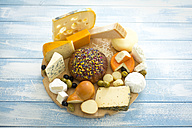 Cheese platter with different sorts of cheese - MAEF011965
