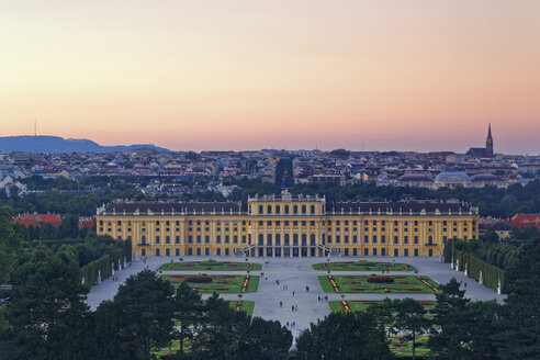 Austria, Vienna, Schoenbrunn Palace in the evening - GF000744