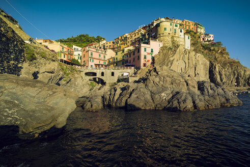 Italy, Manarola, view to the village from seaside - OPF000129
