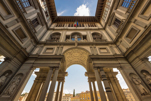 Italy, Florence, courtyard of Uffizi Gallery - OP000132