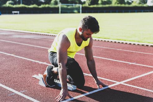 Runner on tartan track in starting position - UUF008297