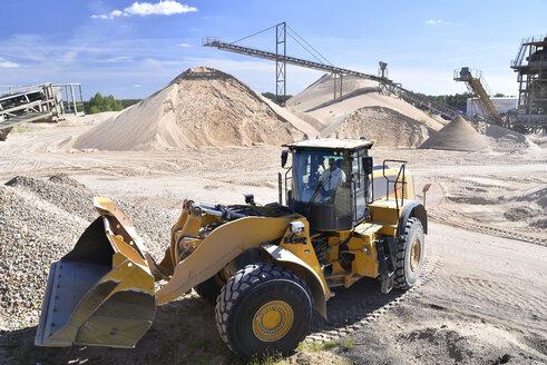 Wheel loader in gravel pit - LYF000558