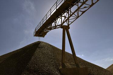 Conveyor belt above heap of gravel in gravel pit - LYF000573
