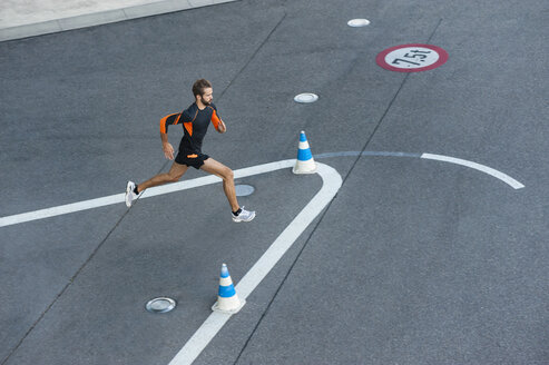 Man running on street with markings - DIGF001054