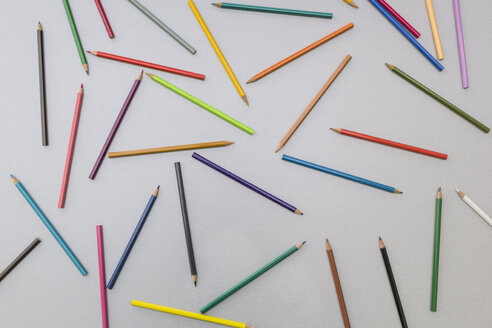 Coloured pencils on grey background - MELF000143