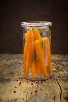 Glass of fermenting carrots with red peppercorns and dill - LVF005245