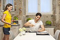 Couple in kitchen eating pasta - DIGF001208