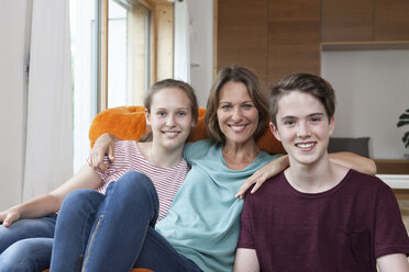 Portrait of happy family at home - RBF005164