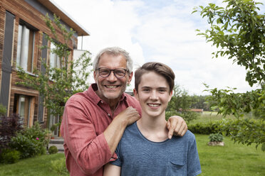 Portrait of proud father with son in garden - RBF005203