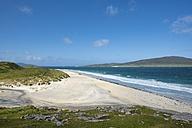UK, Scotland, Isle of Harris, Leverburgh, view to Luskentyre Beach - ELF001790