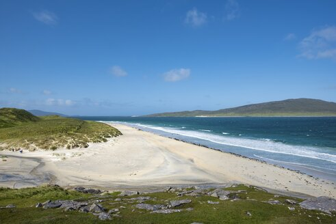 UK, Scotland, Isle of Harris, Leverburgh, view to Luskentyre Beach - ELF001790