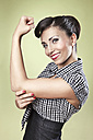 Positive woman in pin-up style lifting her arm - MFF003102