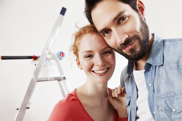 Portrait of smiling young couple during renovation - MFF003273