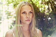 Portrait of young blond woman in the nature - MFF003357