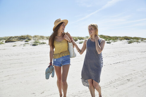 Two happy female friends on the beach - SRYF000004