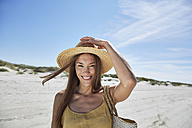 Portrait of smiling young woman on the beach - SRYF000010