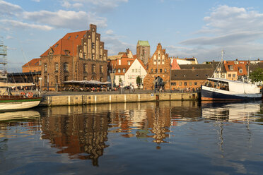 Germany, Wismar, historic Old Harbour, watergate and old customs house - PC000274