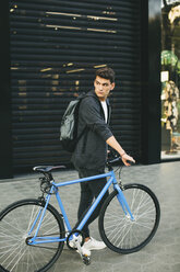 Teenager with a fixie bike in the city - EBSF001734