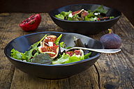 Mixed salad with goat cheese, pomegranate seeds and figs - LVF05321