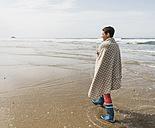 Mature woman walking on the beach - UUF08567