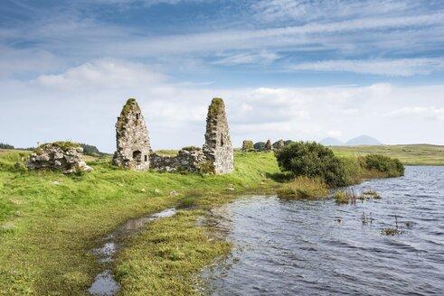United Kingdom, Scotland, Inner Hebrides, Isle of Islay, Finlaggan Castle on island of Eilean Mor - ELF01803