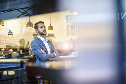 Serious businessman in a cafe - DIGF01260