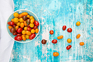 Bowl of yellow and red mini tomatoes - LVF05332